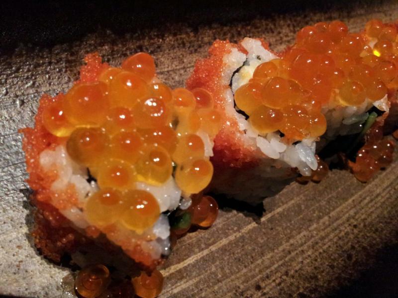 本マグロとアボカドのロール巻き寿司